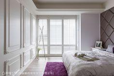帝谷設計在窗戶設計上運用百葉造型,一旁則以線板的門扇造型打造出隔間牆,呼應美式風尚。