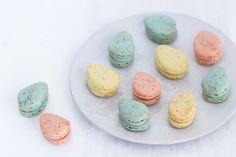 Pastel egg-shaped macarons majachocolat.dk