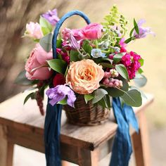 12 Flower Baskets Your Flower Girl Will Love ~ Colorful basket by Floral Verde White Flower Arrangements, Floral Centerpieces, Pretty Flowers, Colorful Flowers, Flower Colors, White Flowers, Flower Girl Basket, Flower Baskets, Lilly Flower
