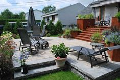 Cour arrièrePatioPavé-uni Terraced Backyard, Backyard Plan, Backyard Patio, Patio Design, House Design, Outdoor Rooms, Outdoor Decor, Pergola, Architecture