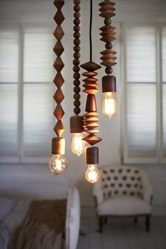 Com pingentes de diferentes formatos, a luminária da Marz Designs pode ser instalada em conjunto ou uma a uma.