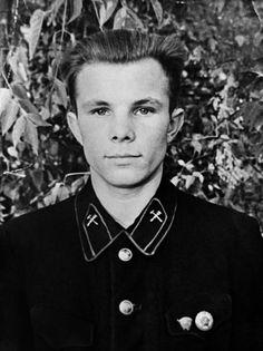 Первый космонавт Юрий Гагарин-Yuri Gagarin