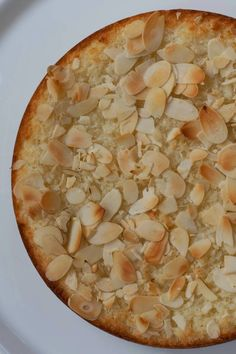 Kokostaartje van Holtkamp   Huis, tuin en keukenvertier   Bloglovin' Other Recipes, Sweet Recipes, Baking Bad, Breakfast Dessert, Vegan Cake, Sweet Cakes, High Tea, Let Them Eat Cake, Coco