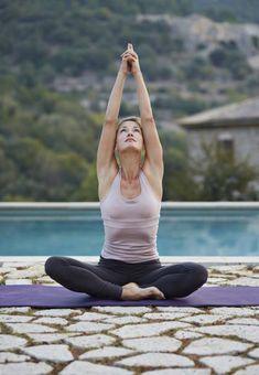 Per mantenere a lungo un'asana sono necessari forza, equilibrio, una mente libera e una buona concentrazione. È così che l'unione tra mente, corpo e respirazione ci condurrà ad uno stato di liberazione!   #yoga #SpineYoga #benessere #salute #sport #fitness #benefici #yogaitalia Image via Klaus Vedfelt/Digital Vision