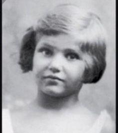 Biographie, bibliographie, lecteurs et citations de Simone Veil. Simone Veil, née Simone Jacob le 13 juillet 1927, est une femme politique française.  Déportée ave..