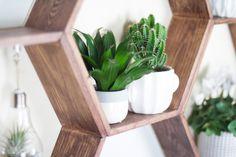 DIY Möbel – Wabenregal ganz leicht selbermachen! – TRYTRYTRY Cabin Ideas, Planter Pots, Shelf, Make Your Own, Ad Home, Deco