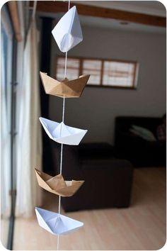 DIY sailor hat garland - click through for directions - perfect for the nautical, ocean, or sailor theme classroom! Nautical Party, Nautical Nursery, Nautical Wedding, Baby Shower Nautical, Sailor Theme Baby Shower, Sailor Nursery, Nautical Baptism, Nautical Mobile, Baby Shower Marinero