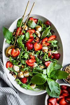 Sweet strawberries sub in for tomatoes in this summery caprese salad. With greens, grains, and protein, this strawberry walnut caprese salad is filling enough for a full meal. Swap out the arugula, wild rice, or walnuts for whatever you prefer or have on hand! Recipe by Snixy Kitchen.  #californiastrawberries #saladrecipe #healthymeals #healthyrecipes #capresesalad #strawberrysalad #saladideas #cookingathome #cleaneating #healthyfood #salad Strawberry Walnut Salad, Strawberry Recipes, Clean Eating, Healthy Eating, Roasted Strawberries, Healthy Salad Recipes, Summer Salads, Soup And Salad, Caprese Salad