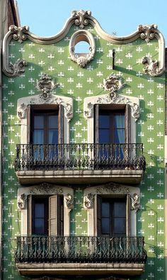 Barcelona - Creu Coberta 115 b, via Flickr.