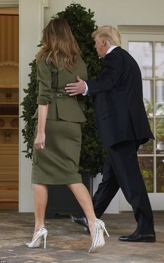 President & First Lady Melania Trump, Milania Trump Style, First Lady Of America, Melania Knauss Trump, Suits Tv Shows, Donald And Melania, Trump Is My President, Mode Plus, First Lady Melania Trump, Suit Fashion