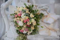 νυφικές ανθοδέσμες Holland Garden, Floral Wreath, Wreaths, Table Decorations, Bride, Home Decor, Wedding Bride, Floral Crown, Decoration Home
