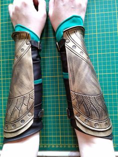 The Gothic Body - Loki's armour Cosplay: This is the word having it's root in costume play. Loki Cosplay Tutorial, Cosplay Diy, Halloween Cosplay, Cosplay Outfits, Halloween Ideas, Lady Loki Cosplay, Loki Costume, Superhero Cosplay, Marvel Cosplay