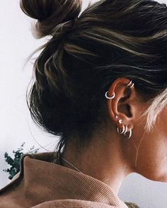 No Piercing Black Three Rings Helix Ear Cuff/triple rings helix piercing imitation/ohrklemme ohrclip/ear jacket manschette/fake piercing ohr - Custom Jewelry Ideas Piercings Bonitos, Spiderbite Piercings, Piercing Tattoo, Ear Peircings, Cartilage Piercing Hoop, Bellybutton Piercings, Double Cartilage, Tiny Stud Earrings, Cartilage Earrings