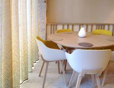 Architecte d'intérieur : Johany Sapet. Motifs sur mesure pour les rideaux, impression sur voilage de lin.