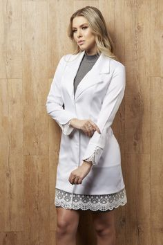 JalecoChic Feminino Privilège - JalecoChic Hijab Fashion, Fashion Outfits, Scrubs Outfit, Sleeves Designs For Dresses, Medical Uniforms, School Dresses, Medical Scrubs, Work Skirts, Summer Fashion Trends
