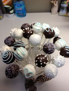 Baby shower cake pops Baby Shower Cake Pops, Baby Shower Fun, Baby Shower Gifts, Baby Showers, Mini Cakes, Cupcake Cakes, Cupcakes, Sophisticated Baby Shower, 1st Birthday Party Decorations