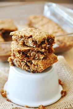 CHAI SPICED Oatmeal Cookie Bars! | minimalistbaker.com
