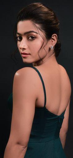 Beautiful Girl In India, Beautiful Blonde Girl, Beautiful Girl Photo, South Indian Actress Photo, Indian Actress Hot Pics, Most Beautiful Bollywood Actress, Beautiful Actresses, Cute Beauty, Beauty Full Girl