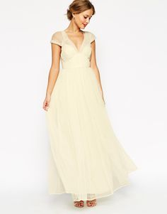 Constantly updated information on affordable wedding dresses under $500, for women who want to look GOOD on their wedding day, and not spend a fortune doing it.