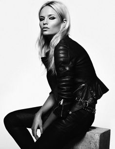 The always stunning Natasha Poly poses for a Vogue Spain story lensed by Lachlan Bailey with styling by Geraldine Salglio. Natasha Poly, Hipster Outfits, Hipster Chic, Chic Outfits, Mom Outfits, Style Noir, Mode Style, Street Looks, Street Style