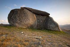 Nas montanhas de Fafe, Portugal | 27 Absolutely Stunning Underground Homes