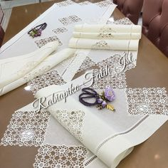 dantel AlSalon team⭐️💜 @ rabiapiko çok Again a very elegant lace💜motif motif we have reserved⭐️painted💜and again⭐️⭐️⭐️⭐️ it it it it it it itineineine. Outdoor Fotografie, Stylish Mens Fashion, Hardanger Embroidery, Crochet Fashion, Crochet Motif, Elegant, Diy And Crafts, Gift Wrapping, Sewing
