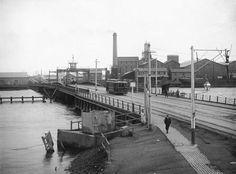 A tram crosses Jervois Bridge, Port Adelaide,South Australia in 1920.Buildings associated with the Colonial Sugar Refinery are visible in the background. •State Library of South Australia•   🌹