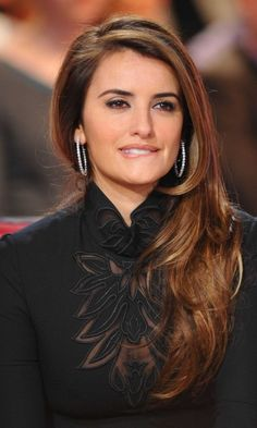 Penelope Cruz Sporting A Side-Swept Straight Hairstyle, 2010 Jennifer Aniston, Beautiful Celebrities, Beautiful Actresses, Most Beautiful Women, Fearne Cotton, Cute Things Girls Do, Penelope Cruze, Straight Hairstyles, Pretty Hairstyles