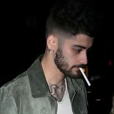 Zayn Malik Tumblr, Zayn Malik Video, Zayn Malik Pics, Zayn Malik Smoking, Hot Guys Smoking, Black Lungs, Zayn Mallik, Normal Guys, Favorite Person