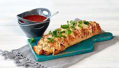 Pull-apart bread eli nyhtöleipä on mehevä, maukas ja helppotekoinen. Täytteitä voit varioida maun mukaan.