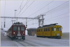 R1640 with ABe 4/4 II 46 crosses the Xe 4/4 9922 in Ospizio Bernina.  (12.01.2010)