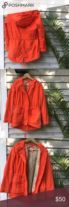 🍊Old Navy parka Old Navy orange parka. Size small. Beautiful, bright color. Quilted liner for extra warmth which can be removed. Lower in the back. Old Navy Jackets & Coats