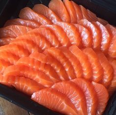 Photo by diaryofjun. Salmon Sashimi, Sashimi Sushi, Sushi Party, Food Porn, Good Food, Yummy Food, Think Food, Sushi Recipes, Food Goals