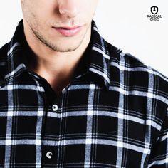 Tem algum apaixonado por camisa xadrez por aí? Essa peça é coringa em qualquer guarda roupas e nunca sai de moda. Pode ser a peça principal ou combinada com uma camiseta básica por baixo ;) #ModaMasculina #CamisaXadrez #EstiloMasculina #RadicalChic