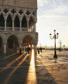 Morning light in Venice captured by @danlutch #KissFromItaly @kissfromitaly