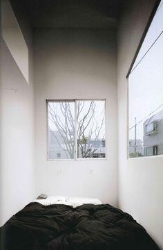 2003 – House in a Plum Grove – Kazuyo Sejima – architecture tokyo Japanese Architecture, Space Architecture, Sustainable Architecture, Architecture Details, Let's Go To Bed, Living Spaces Furniture, House Tokyo, Ryue Nishizawa, Japanese Bedroom