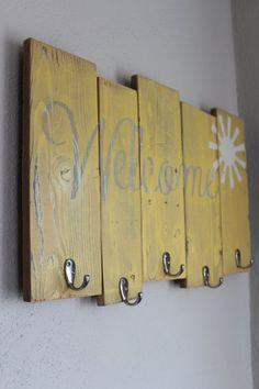 Coat Rack wooden coat rack rustic coat rack entry by BrandNewToMe Rustic Coat Rack, Wooden Coat Rack, Arte Pallet, Pallet Art, Diy Furniture Projects, Wood Projects, Wooden Furniture, Craft Projects, Pallet Crafts