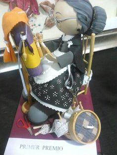 Fofucha abuelita con bolillos Foam Sheet Crafts, Foam Sheets, Bobbin Lace, Lunch Box, Miniatures, Jelly Beans, Photos, Tutorials, Patterns