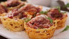 She Stuffs Spaghetti Into a Muffin Tin. What She Makes Will Impress All of Your Dinner Guests. Spaghetti and Meatball Muffin Bites Spaghetti Recipes, Pasta Recipes, Appetizer Recipes, Appetizers, Cooking Recipes, Dishes Recipes, Spaghetti Nester, Spaghetti Bolognaise, Dinner Ideas