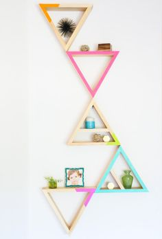 Coole Deko aus Holz selber machen l Wanddeko l Dreiecke l A Kailo Chic Life: Build It - Triangle Shelves Diy Wood Projects, Home Projects, Woodworking Projects, Woodworking Plans, Diy Storage, Diy Organization, Organizing Ideas, Storage Ideas, Diy Wall Decor