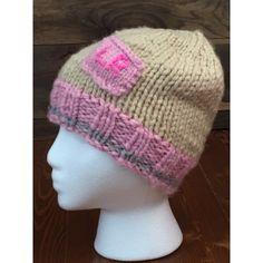 Tuque style bas de laine avec petite pochette rose