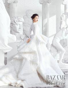 Liu Tao poses for fashion magazine Girl Photography Poses, Fashion Photography, Foto Wedding, Pre Wedding Poses, Photoshoot Themes, Editorial Fashion, Wedding Styles, Glamour, Bridal