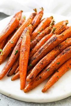 Easy Oven Roasted Carrots - Spend With Pennies Carrots In Oven, Oven Roasted Carrots, Roasted Vegetables, Crockpot Mashed Potatoes, Mashed Potato Recipes, Carrot Recipes, Applebees Spinach Artichoke Dip, Easy Stuffing Recipe, Bread Bowls