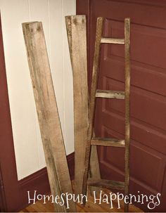 Homespun Happenings: Apple Ladders Made From Pallets I& been wanting one of these to display vintage linens. Primitive Furniture, Primitive Crafts, Primitive Patterns, Primitive Country, Pallet Furniture, Wooden Projects, Wooden Crafts, Pallet Projects, Diy Projects To Try