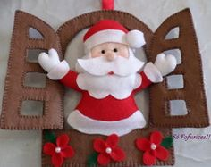 Molde papai noel na janela Christmas Projects, Felt Crafts, Diy And Crafts, Christmas Crafts, Felt Christmas Decorations, Felt Christmas Ornaments, Christmas Wreaths, Christmas Makes, Noel Christmas