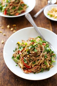 Spicy Peanut Chicken Soba Noodle Salad by Pinch of Yum - we made this for dinner last night and it was soooo delicious. Perfect make ahead dinner for hot summer nights.