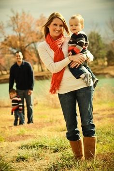 cute family poses for pictures | cute family pose | Family Photos and Poses