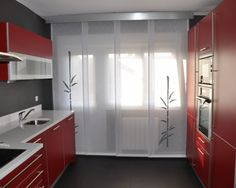 Panel Japones Personalizado Curtain Divider, Ideas Hogar, Container House Design, Panel Systems, Minimalist Bedroom, Panel Curtains, Ideas Para, Blinds, Dining Room