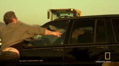 Hay algo debajo del capó de su coche que PUEDE SALVAR una vida en un momento determinado