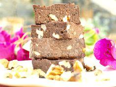 Niemand zal raden wat de basis van deze gezonde vegan brownies is. In dit gezonde brownie recept maken we de brownies van cacao en van bonen (ja, echt waar!) Door de bonen zijn ... Sin Gluten, Krispie Treats, Rice Krispies, Snacks, Cacao, Desserts, Food, Glutenfree, Tailgate Desserts